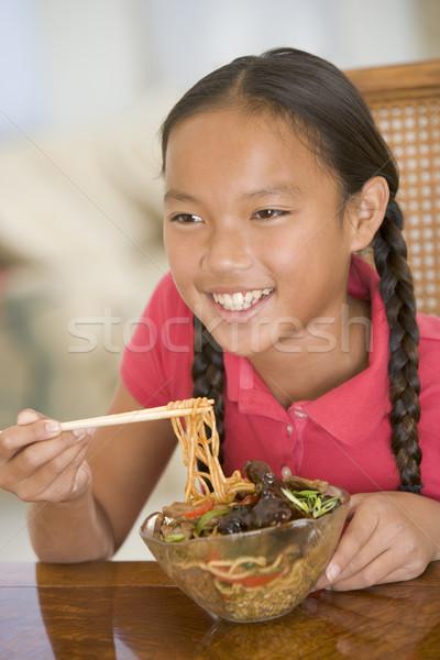 Fiatal lány ebédlő eszik kínai étel mosolyog lány Stock fotó © monkey_business