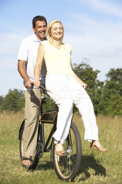 Foto d'archivio: Equitazione · bike · campagna · uomo · felice