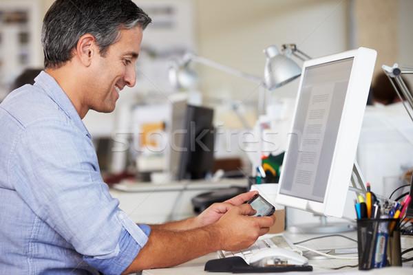 Photo stock: Homme · téléphone · portable · bureau · occupés · Creative · bureau