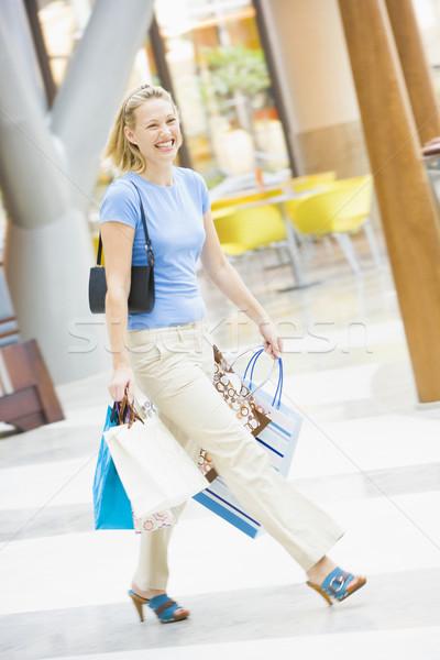 Stock fotó: Fiatal · nő · pláza · hordoz · szatyrok · boldog · vásárlás