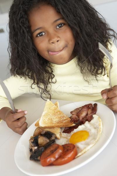 Jong meisje eten ongezond ontbijt ei keuken Stockfoto © monkey_business
