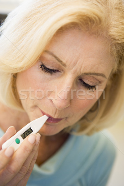 Mujer toma temperatura termómetro salud enfermos Foto stock © monkey_business