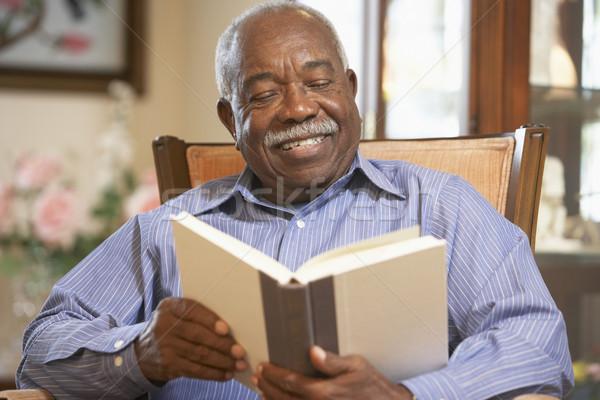 Сток-фото: старший · человека · чтение · книга · пожилого · человек