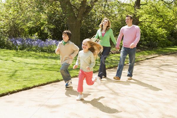 Stockfoto: Familie · lopen · pad · holding · handen · glimlachend · kinderen