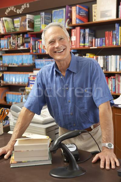 Homme librairie propriétaire livre homme portrait Photo stock © monkey_business