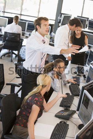 Dziewczyna szkoły klasy uśmiechnięty komputera Zdjęcia stock © monkey_business