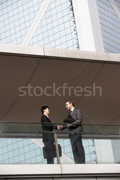 Stock fotó: Kettő · üzletemberek · kézfogás · kívül · irodaház · üzlet