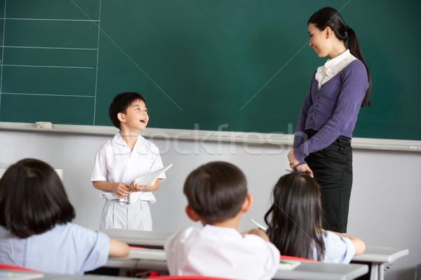 Foto stock: Professor · em · pé · lousa · chinês · escolas · classe