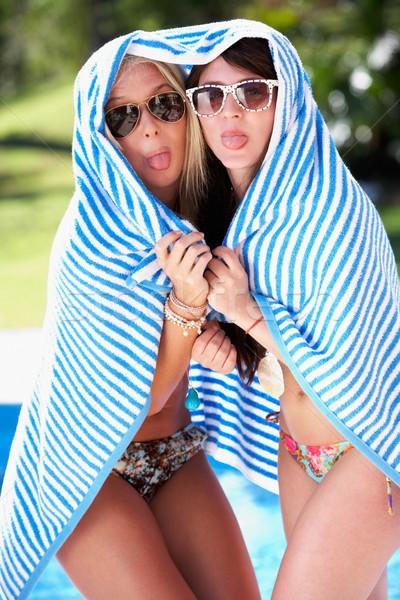 Stockfoto: Twee · vrouwen · handdoek · permanente · zwembad · vrouwen · gelukkig