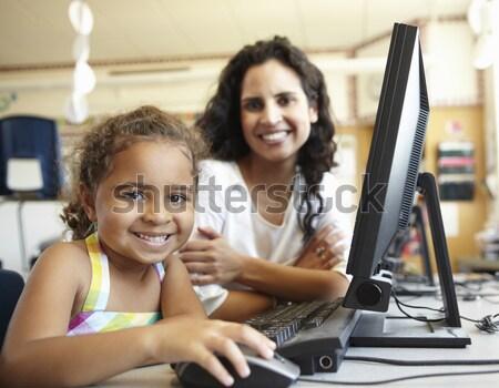 Foto stock: Maestro · ayudar · estudiantes · de · trabajo · computadoras · ordenador
