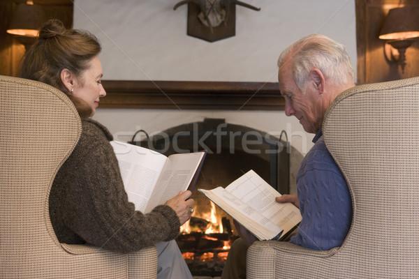 ストックフォト: カップル · 座って · リビングルーム · 暖炉 · 読む · 図書