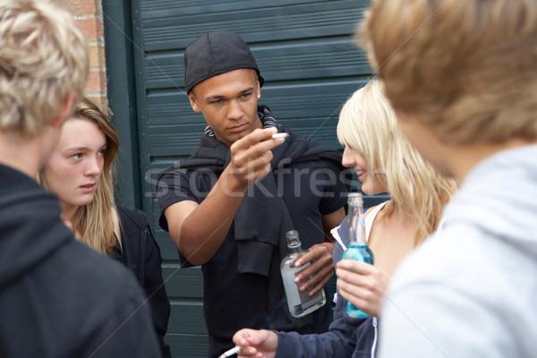 группа подростков подвесной из вместе за пределами Сток-фото © monkey_business