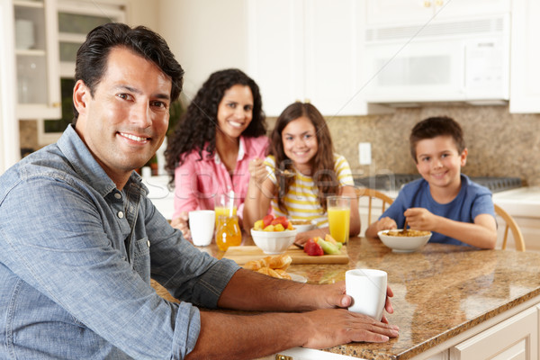 Ispanico famiglia mangiare colazione ragazza alimentare Foto d'archivio © monkey_business