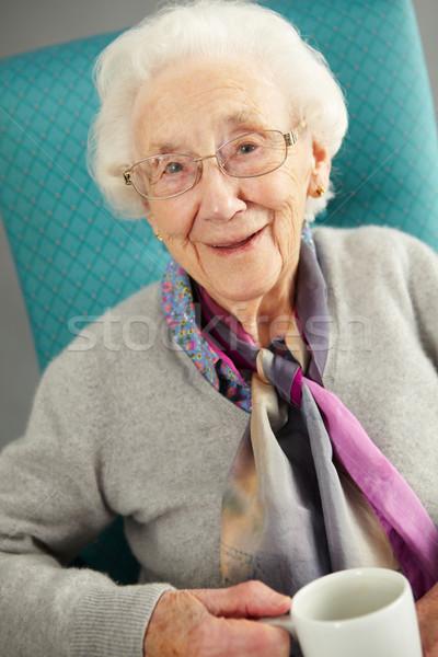 Supérieurs femme détente président boisson chaude boire Photo stock © monkey_business