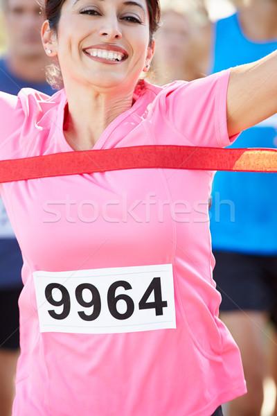 Femenino corredor ganar maratón mujeres feliz Foto stock © monkey_business