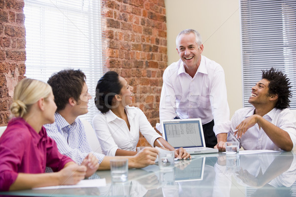 ストックフォト: 5 · 会議室 · ノートパソコン · 笑い · 女性