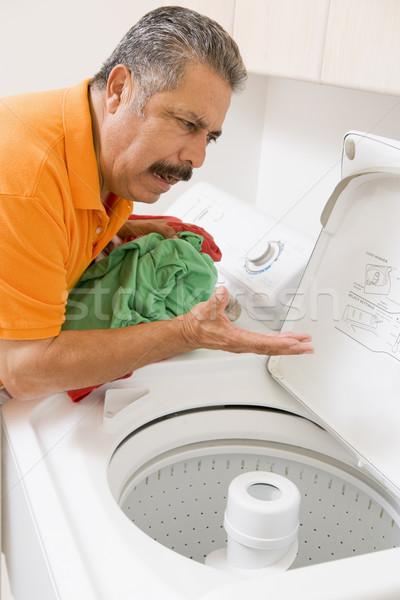 Man wasserij schoonmaken kleur permanente verward Stockfoto © monkey_business