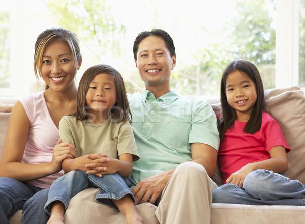 Zdjęcia stock: Młodych · rodziny · relaks · sofa · domu · dzieci