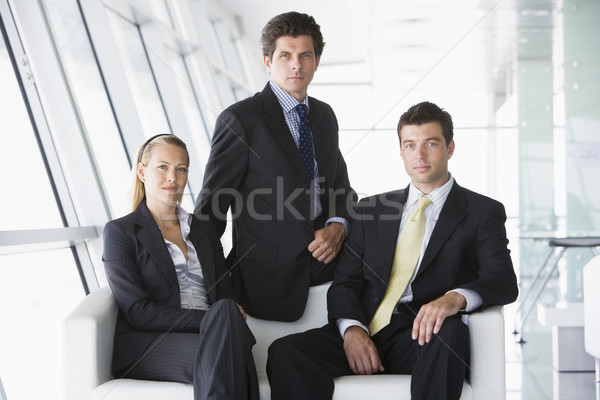 Trois gens d'affaires séance bureau lobby affaires Photo stock © monkey_business