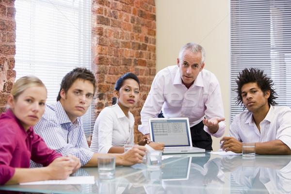 Cinco sala de juntas portátil oficina reunión Foto stock © monkey_business
