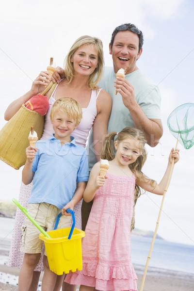 Stockfoto: Familie · permanente · strand · ijs · glimlachend · vrouw