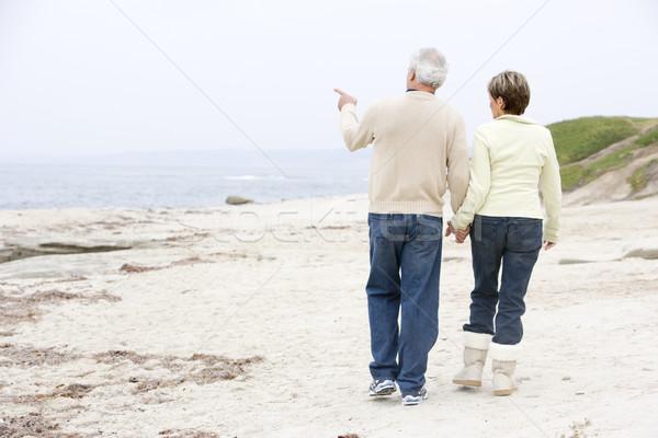 Сток-фото: пару · пляж · , · держась · за · руки · указывая · женщину · человека