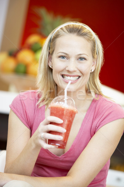Femme potable Berry smoothie restaurant couleur Photo stock © monkey_business