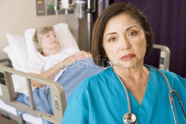 Orvos néz komoly szoba nők kórház Stock fotó © monkey_business