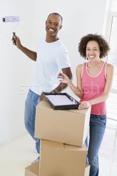 Сток-фото: пару · краской · новый · дом · улыбаясь · дома · человека