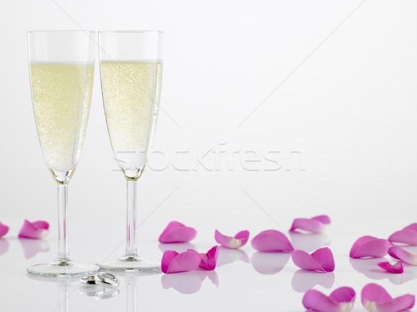 Stockfoto: Twee · trouwringen · champagne · fluiten · rozenblaadjes · wijn