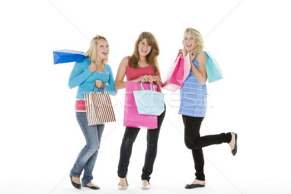 Tinilányok bevásárlótáskák barátok lányok tini szín Stock fotó © monkey_business