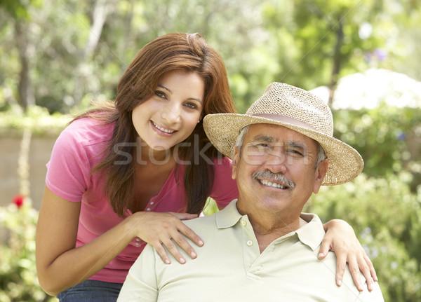 Supérieurs homme adulte fille jardin famille Photo stock © monkey_business