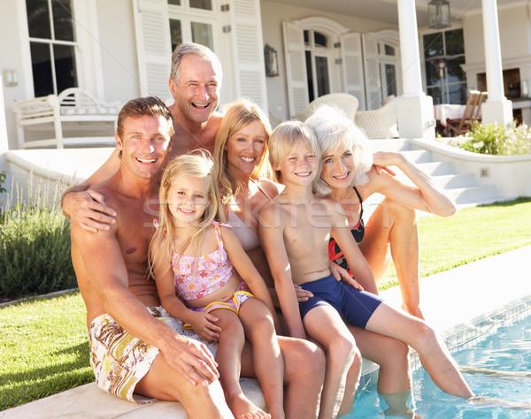 Foto stock: Família · grande · fora · relaxante · piscina · mulher · família
