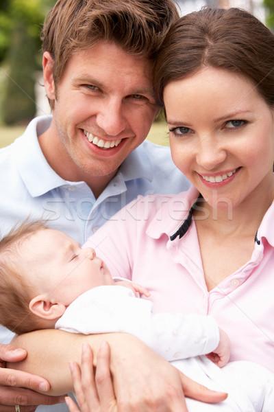 Stockfoto: Ouders · knuffelen · pasgeboren · baby · jongen · buitenshuis
