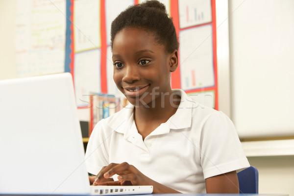écolière classe ordinateur fille école Photo stock © monkey_business