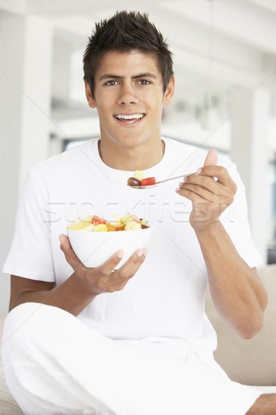 ストックフォト: 若い男 · 食べ · 新鮮果物 · サラダ · 食品 · 男