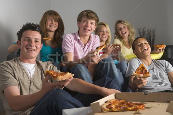 Adolescents manger pizza maison amis Photo stock © monkey_business