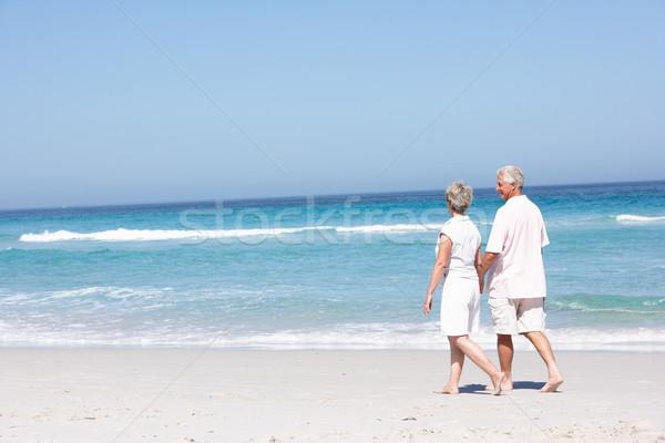 Vakantie lopen zandstrand vrouw zee Stockfoto © monkey_business