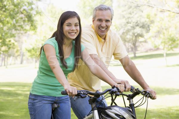 Stockfoto: Man · meisje · fietsen · buitenshuis · glimlachend · glimlach