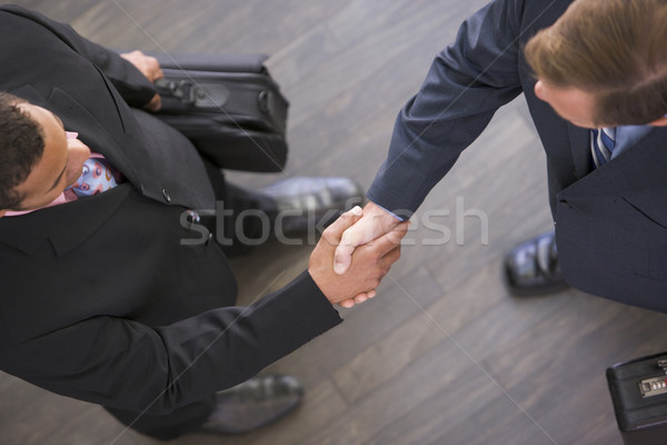 Foto stock: Dos · empresarios · apretón · de · manos · hombre · reunión