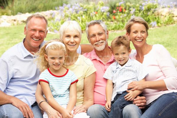 Uitgebreide familie ontspannen tuin familie kinderen man Stockfoto © monkey_business