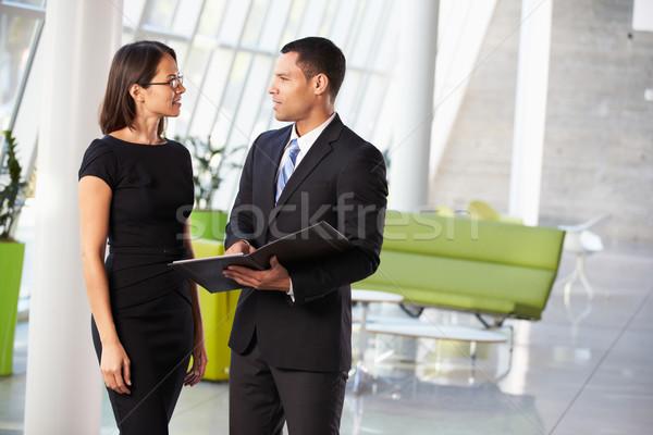 Empresario empresarias informal reunión oficina negocios Foto stock © monkey_business