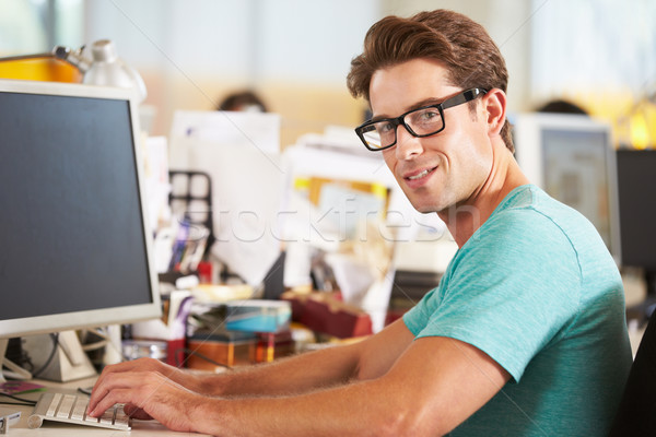 Zdjęcia stock: Człowiek · pracy · biurko · zajęty · twórczej · biuro