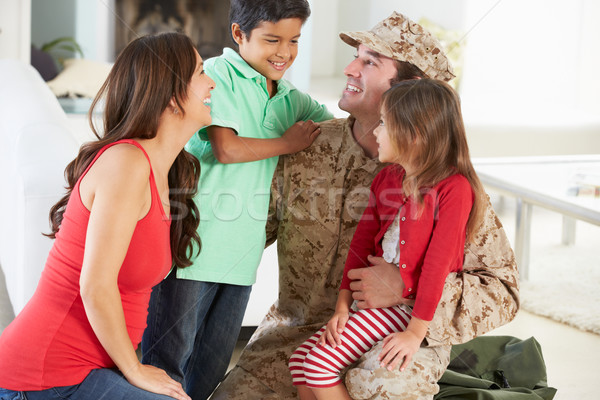 Familie groet militaire vader home Stockfoto © monkey_business