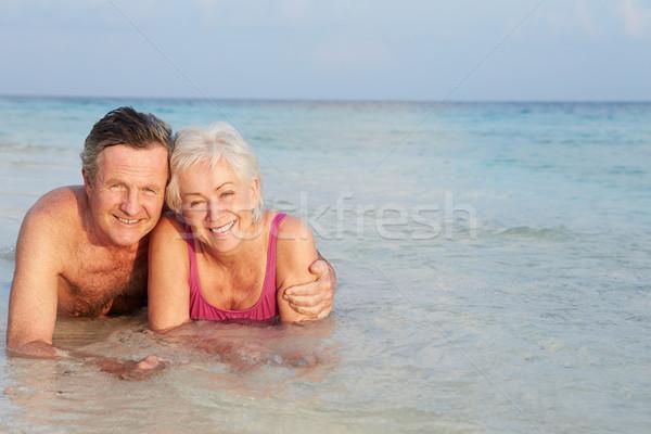 Romantikus idős pár tenger tengerparti nyaralás tengerpart szeretet Stock fotó © monkey_business