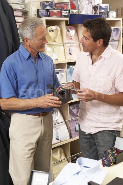 Cliente ropa tienda ventas ayudante trabajo Foto stock © monkey_business