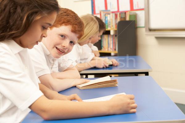 группа детей чтение книгах классе девушки Сток-фото © monkey_business