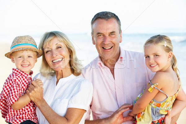 Großeltern Enkelkinder genießen Strandurlaub Frauen glücklich Stock foto © monkey_business