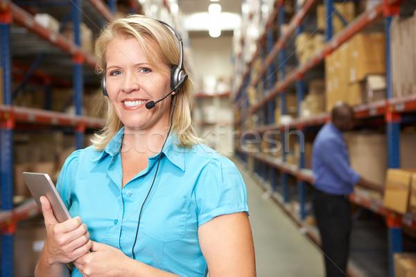 Mujer de negocios auricular distribución almacén mujeres empresario Foto stock © monkey_business
