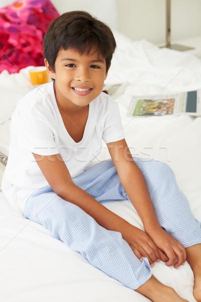Chłopca bed piżama wraz dzieci sypialni Zdjęcia stock © monkey_business
